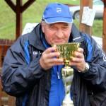 tréner Ajaxu-M Král a jeho víťazný dúšok
